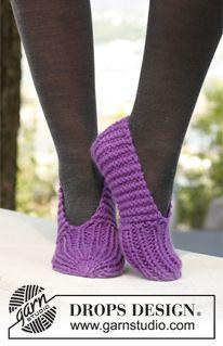 "Lollipop - Gestrickte DROPS Hausschuhe in ""Andes"". - Gratis oppskrift by DRO. Lollipop - Gestrickte DROPS Hausschuhe in ""Andes"". - Gratis oppskrift by DROPS Design. Loom Knitting, Knitting Socks, Knitting Patterns Free, Knit Patterns, Free Knitting, Knit Slippers Free Pattern, Knitted Slippers, Crochet Slippers, Knit Or Crochet"