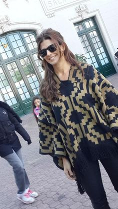 juliana awada 2015 - Buscar con Google Classic Outfits, Cool Outfits, Sport Outfits, Fashion Walk, Fashion Looks, Poncho Outfit, Model Look, Weekend Outfit, Fashion Images
