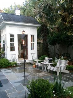Love this patio (the pattern on the floor). Is this stained/stamped concrete or tiles?