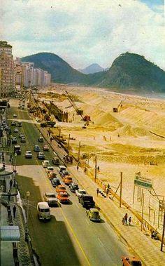 Foto da Praia de Copacabana, no final dos anos 60, quando do início das obras para duplicação da Avenida Atlântica. by ROCINHA.ORG - O Portal Oficial da Rocinha, via Flickr