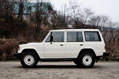Mitsubishi Pajero -> Hyundai Galloper -> Mohenic Garages redesign - MOHENIC SG Classic ver. Old English White. www.the.co.kr