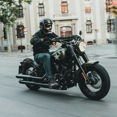 Harley-Davidson 2016 photo shooting Merlin, Motorcycle Style, Embedded Image Permalink, Harley Davidson, Photoshoot, Mens Fashion, Vehicles, Black, Trains