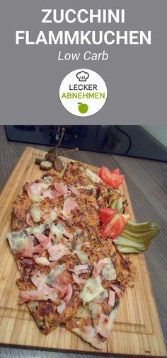 Low Carb Flammkuchen aus Zucchini. Kann in zwei verschiedenen Varianten gemacht werden. Entweder klassisch oder in der Schinken Käse Variante. Low Carb und einfach nur mega lecker!