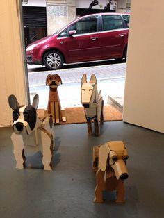"""""""Pantxa, Paper, Guido y Coop""""  llegando a Espacio Suberviola-Store & Gallery, Bilbao 2014. Fabián Di Luciano, cartón reciclado."""