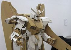 Custom Delights: A Freedom Gundam made out of cardboard - tomopop