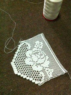 HUZUR SOKAĞI (Yaşamaya Değer Hobiler) Crochet Boarders, Crochet Lace Edging, Crochet Leaves, Crochet Flower Patterns, Crochet Squares, Crochet Designs, Crochet Doilies, Crochet Flowers, Diy Crafts Crochet