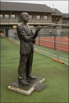 Bill Bowerman statue. ©University of Oregon Libraries - Special Collections and University Archives