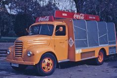 ebro camiones - reparo coca cola                                                                                                                                                     Más Coca Cola, Ice Cream Van, Ebro, Heavy Machinery, New Trucks, Commercial Vehicle, Vintage Trucks, Ford Ranger, Classic Trucks