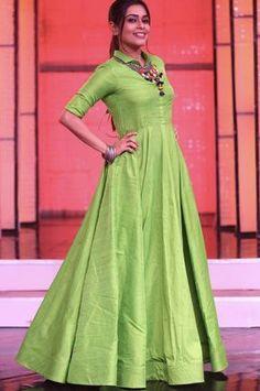 21 Kurti from old saree designs Long Gown Dress, Sari Dress, Anarkali Dress, Long Dresses, Saree Gown, Long Gowns, Anarkali Suits, Party Dresses, Long Dress Design