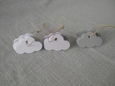 Lot de 20 étiquettes nuage. Idéal pour la décoration de table, pour personnaliser vos emballages cadeaux, pour étiqueter des sachets de dragées pour les baptêmes, communions  - 4668601