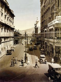 Bustling Darling Street, Cape Town 1940 | Flickr - Photo Sharing! Old Pictures, Old Photos, Apartheid Museum, South Afrika, Vintage Landscape, South African Artists, Cape Town South Africa, The Beautiful Country, Beaches In The World