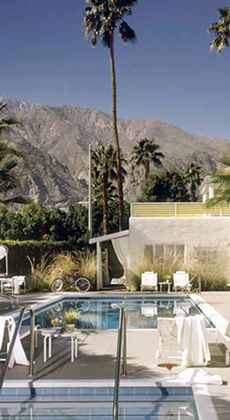 Movie Colony Hotel Palm Springs: hotel with mountain views and poolside terraces, bikes. 1 block from DT.