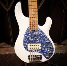 Guitare Fender Stratocaster, Custom Electric Guitars, Bass Guitars, Band Logos, Bespoke, Pearl, Ocean, Blue, Musica