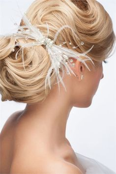 These stunning wedding hair pieces are the perfect finishing touch for your big day! We share 20 of the prettiest wedding hair pieces ever made. Latest Hairstyles, Bride Hairstyles, Vintage Hairstyles, Cool Hairstyles, Wedding Hair Inspiration, Hair Styles 2014, Wedding Hair Pieces, Hair Photo, Stylish Hair