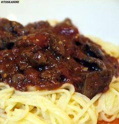 Das perfekte Spaghetti mit Geflügelleber-Sugo-Rezept mit einfacher Schritt-für-Schritt-Anleitung: Das Mehl zusammen mit dem Salz in eine Schüssel geben…