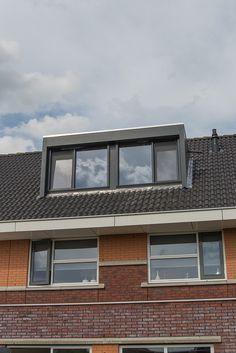 Een dakkapel moet bij de woning passen, zo hebben we woensdag 15 mei een dakkapel geplaatst in Dronten die perfect bij het huis past. Uitvoering in Trespa kleur antraciet het formaat is 4 meter. Het resultaat mag er zijn!