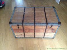 Restaurer vieux coffre en bois. Restauration d'un vieux coffre en bois. Décapage, poncage, brosssage des éléments métalliques, mise en rouille et vernis