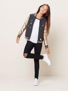 50 cute school outfits for 2018 Tween Fashion Cute outfits school schooloutfits TweenFashionTrends Fashion Kids, Preteen Fashion, Little Girl Fashion, Fashion Clothes, 1960s Fashion, Fashion Outfits, Teenage Girls Fashion, Teenager Fashion, School Fashion