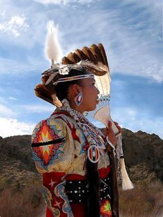 First Nations - Fancy Shawl dancer in Northern Arizona. Native American Regalia, Native American Women, Native American Beadwork, American Spirit, American Indian Art, Native American History, Native Beadwork, Jingle Dress, Arizona