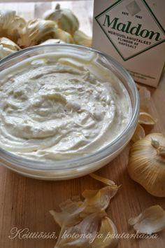 jogurttikastike savustetulla valkosipulilla  yogurt sauce with smoked garlic