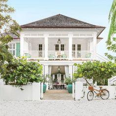 Bahamas designer Amanda Lindroth spills her secrets for creating authentic Caribbean style. | Coastalliving.com