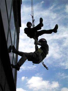 Alpinism utiliar - acest serviciu este asigurat la standardele de siguranta in vigoare si cu profesionalism.