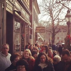 The line for the Harry Connick Jr. Book signing is quite long #lehighvalley #bethlehem #harryconickjr