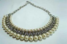 Accesorios que se vienen  Collar de perlas (Las Canevari, $XX).