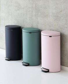 Cute Bathroom Trash Cans Best Of 40 Unique Trash Cans that solve All Your Rubbish Problems Hide Trash Cans, Trash Bins, Bedroom Trash Can, Garbage Can Storage, Square Kitchen, Hidden Kitchen, Vinyl Plank Flooring, Table Storage, My New Room