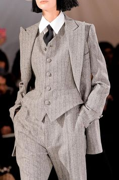 Yohji Yamamoto at Paris Fashion Week Fall 2013 Details Runway Photos Tomboy Fashion, Suit Fashion, Fashion Outfits, Paris Fashion, Androgynous Fashion Women, Mature Fashion, Fashion Weeks, Fashion Killa, 90s Fashion