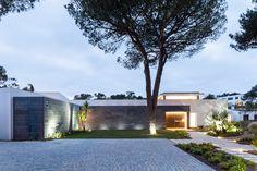 Gallery of Cascais P272 / Fragmentos de Arquitectura - 9