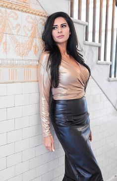 Aisley Gold Wrap Top with black leather peplum pencil skirt Long Leather Skirt, Black Leather Skirts, Leather Peplum, Gold Leather, Satin Dresses, Sexy Dresses, Hobble Skirt, Actrices Sexy, Sexy Latex