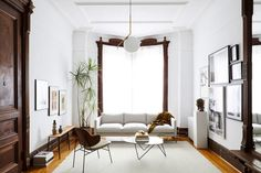 Tour a Beautiful Sitting Room in a Brooklyn Brownstone