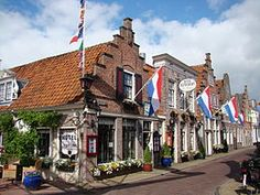 Get to grips with Dutch culture on a half-day morning tour to the countryside from Amsterdam. In the company of a guide, visit the quaint villages of Zaanse Schans, Edam and Volendam in North Holland and immerse yourself in the world of dykes, windmi Monuments, Amsterdam Market, Amsterdam Holland, Visit Holland, Le Village, Red Light District, Excursion, Parcs, Delft