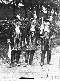 Regional costumes from Nowy Sącz [Lachy Sądeckie], Poland, 1933.