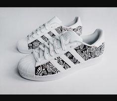 outlet store 62b52 3b27f Zapatos Pintados, Zapatos De Moda, Zapatos Nike, Zapatillas Adidas Superstar,  Zapatos Planos