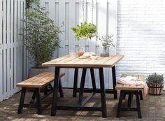 Simple garden dining set with a little style Outdoor Furniture Australia, Teak Outdoor Furniture, Outside Furniture, Garden Furniture, Outdoor Rooms, Outdoor Dining, Outdoor Tables, Outdoor Gardens, Outdoor Decor