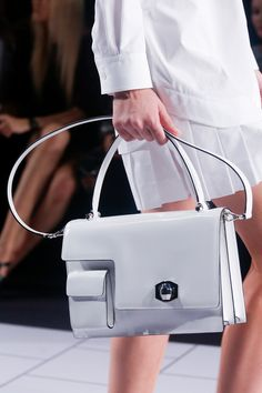 awesome structure purse by Viktor & Rolf Spring 2014 ready-to-wear Fashion Handbags, Fashion Bags, Fashion Accessories, Paris Fashion, Style Fashion, My Bags, Purses And Bags, Leather Handbags, Leather Bag