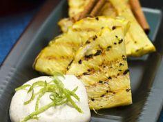 Ananas nach karibischer Art mit Rum, Zimt und Joghurt ist ein Rezept mit frischen Zutaten aus der Kategorie Dips. Probieren Sie dieses und weitere Rezepte von EAT SMARTER!