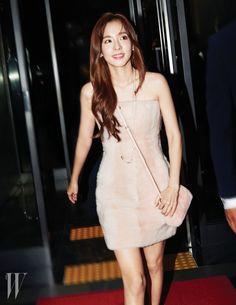 "Photos: 151027 Official Pics of Sandara Park and CL at W Korea's ""Love Your W"" Event South Korean Girls, Korean Girl Groups, Sandara 2ne1, South Korea Fashion, 2ne1 Dara, Jessica & Krystal, Red Carpet Event, Celebs, Celebrities"