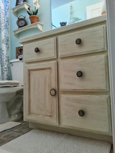 Guest Bathroom Makeover - Real Moms Real Views Audrey used Annie Sloan Chalk  Paint in Old White and Wax, Beautiful!