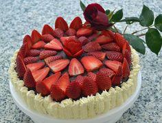Mi Diversión en la cocina: Tarta de chocolate con nata y fresas