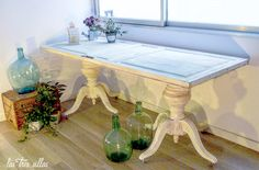 Mesa_Clarise_alquiler_las_tres_sillas_1 Vanity Bench, Dining Table, Furniture, Home Decor, Environment, Dining Chairs, House Decorations, Wedding Decoration, Mesas