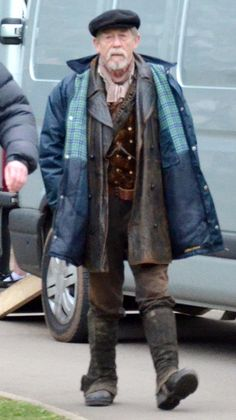 Okay so he's wearing clothes from both 8 and 9?? The Time War Doctor {8.5} theory seems more and more probable.