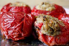 Peperoni ripieni di pane, noci e acciughe