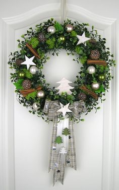 Isn't this wreath so fresh and inviting? Love the green moss with the cinnamon sticks and white accents.