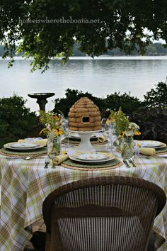 http://homeiswheretheboatis.net/2013/07/29/at-the-table-sweetest-day/