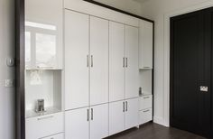 Mobilier Tall Cabinet Storage, Locker Storage, Cuisines Design, Murphy Bed, Cupboard, Lockers, Conception, Furniture, Home Decor