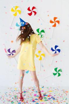 DIY Giant Lollipop Backdrop Party Props, Diy Party, Party Ideas, Mom Birthday Gift, Birthday Parties, Diy Photo Backdrop, Photo Backdrops, Giant Lollipops, Candy Land Theme