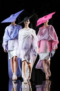 Giorgio Armani Spring 2014 RTW - Review - Fashion Week - Runway, Fashion Shows and Collections - Vogue
